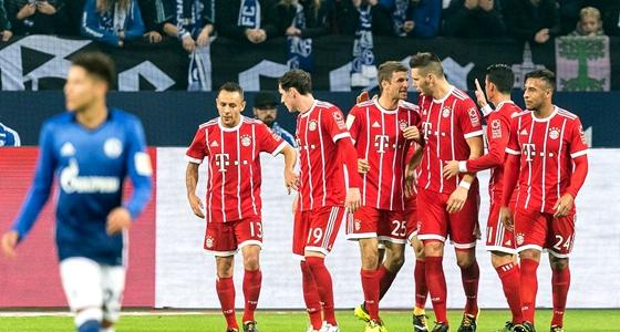沙尔克0-3拜仁:中场新援齐首发,队长缺阵谁当家?
